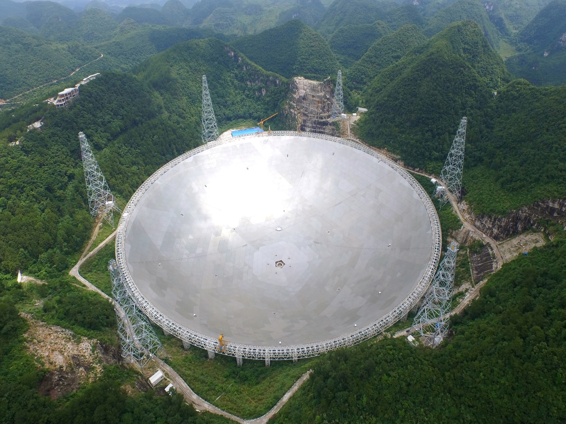 FAST Telescope in China Uses Thousands of Moons/AMP Servo